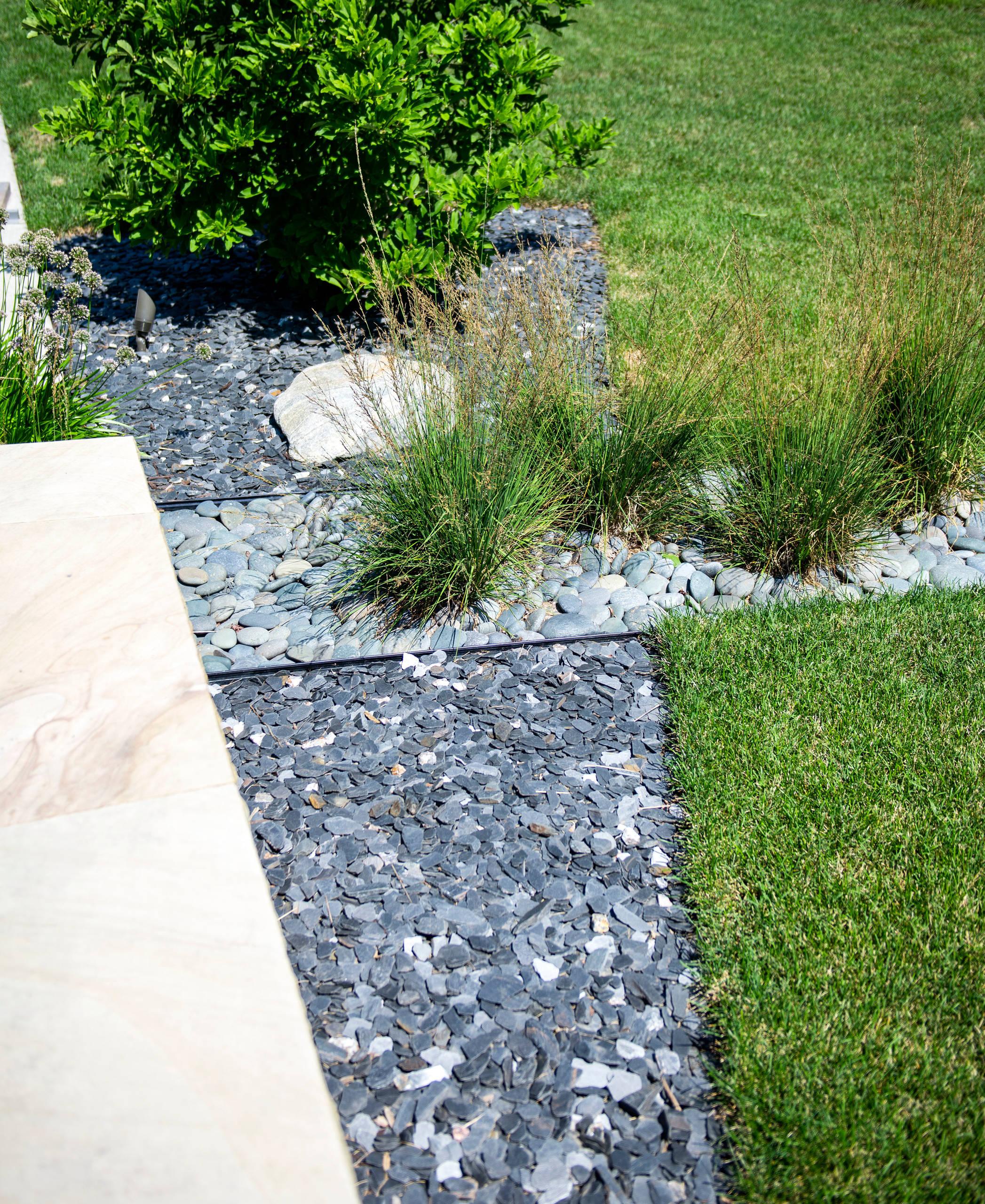 Mid century Backyard Landscape - Racine