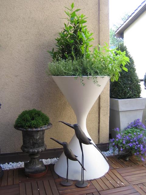 Mid Century Modern Architectural Hourglass Spindel Planter