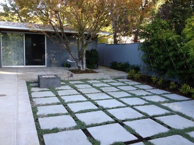 Mid Century Modern Patio With Concrete Bench Midcentury Garden