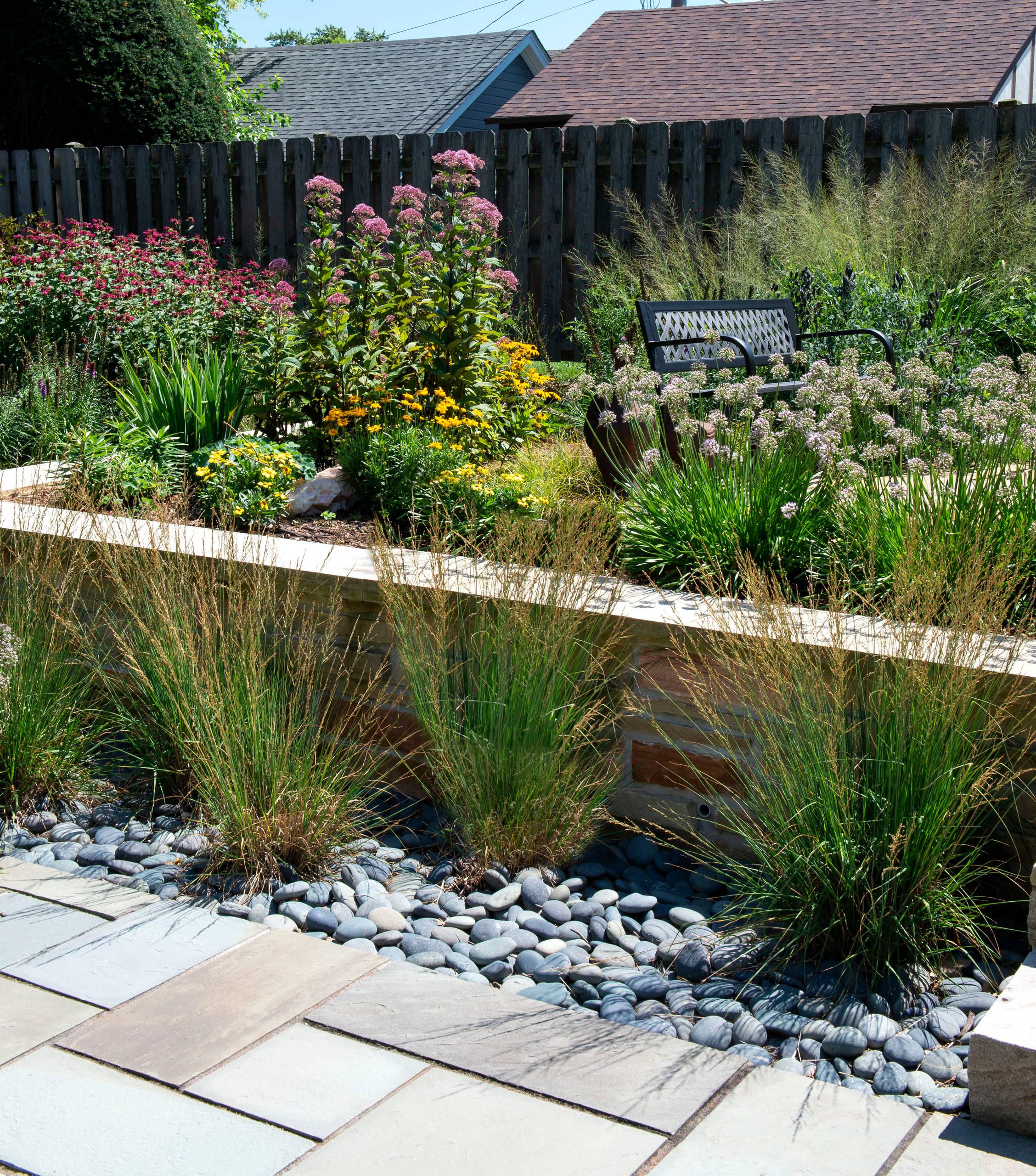 Mid century Perennial Garden - Racine