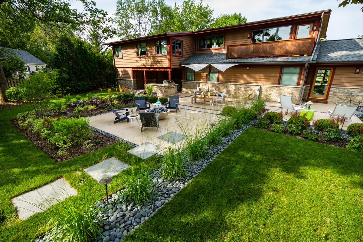 Mid century Vibe Backyard - Bayside