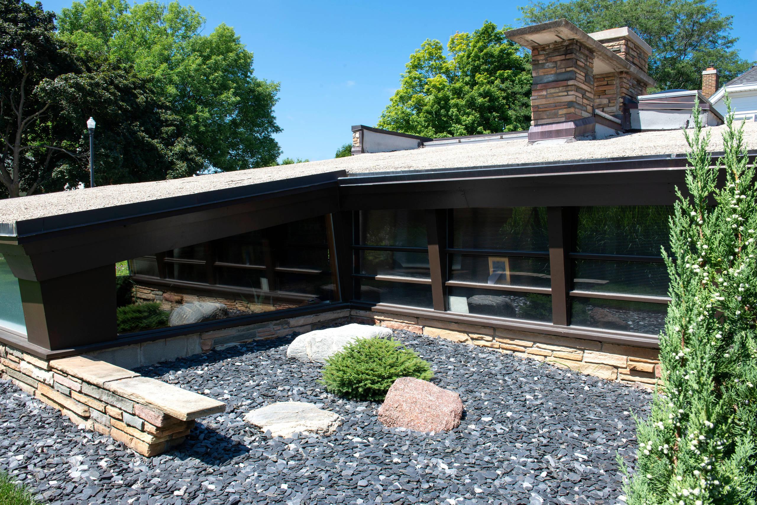 Mid century Zen Garden - Racine
