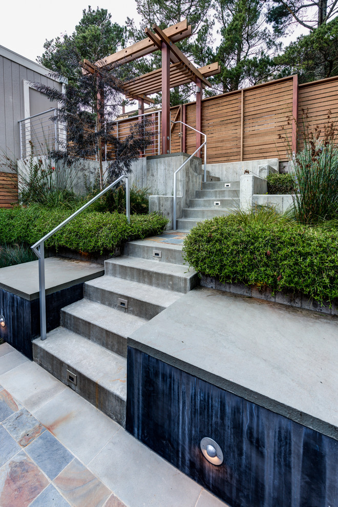 Inspiration for a contemporary partial sun front yard retaining wall landscape in San Francisco.