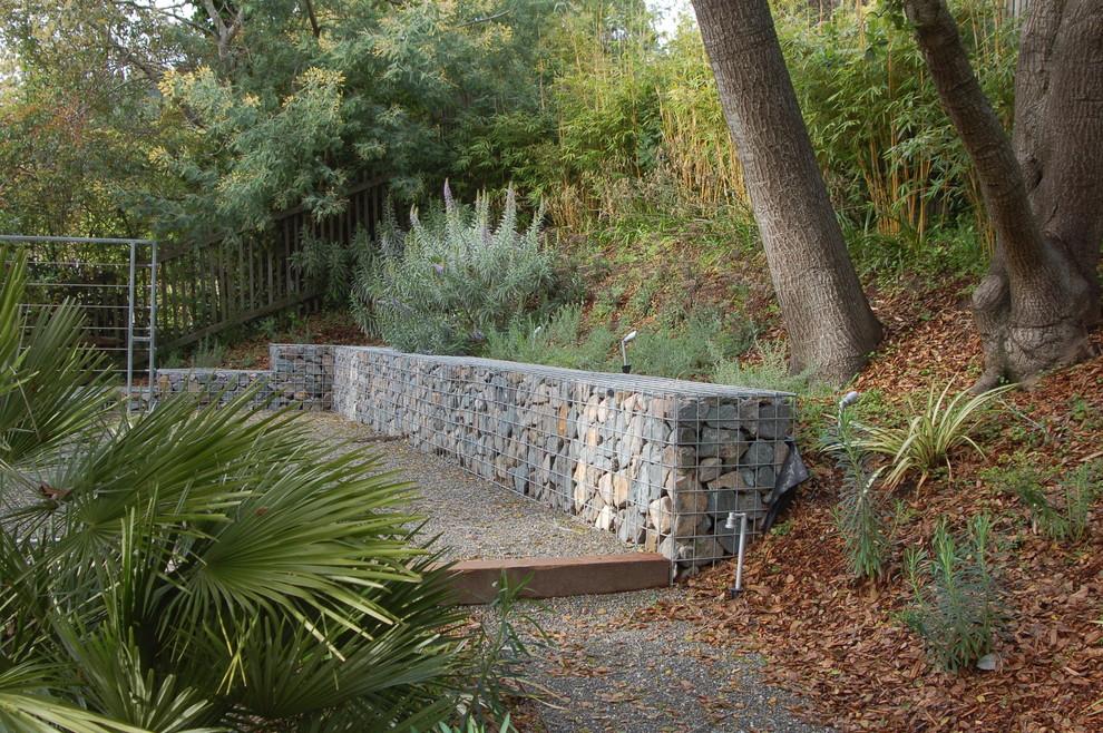 Inspiration for a modern hillside gravel landscaping in San Francisco.