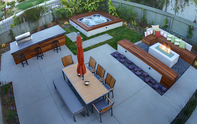 Modern And Cozy Outdoor Space contemporary-landscape