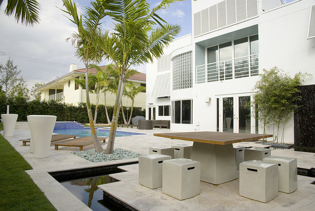 Modern backyard modern landscape miami by jc for Houzz landscape architects