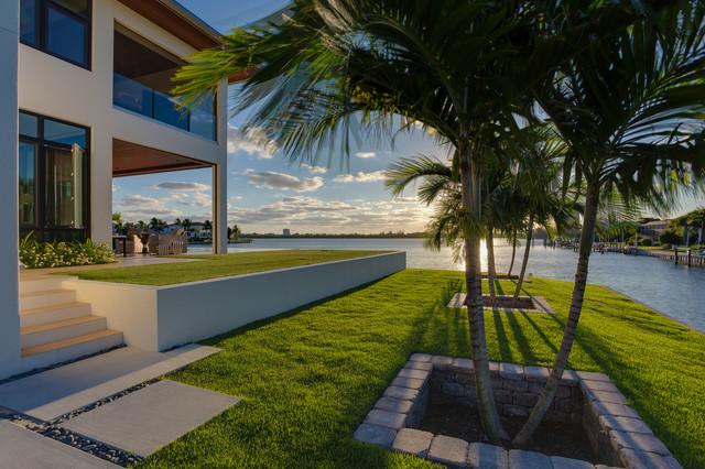 Modern Beach Bungalow tropical-landscape