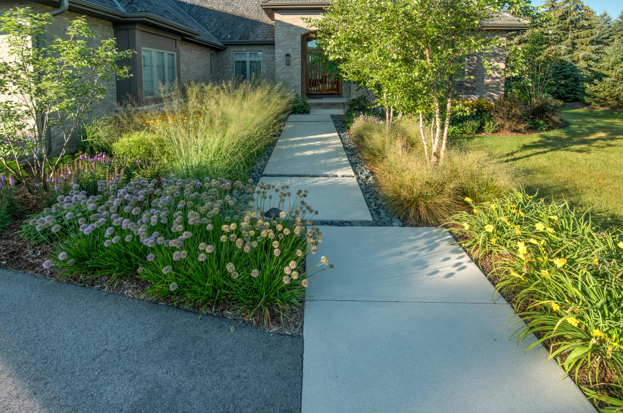 Modern Concrete Front Walk - Mequon