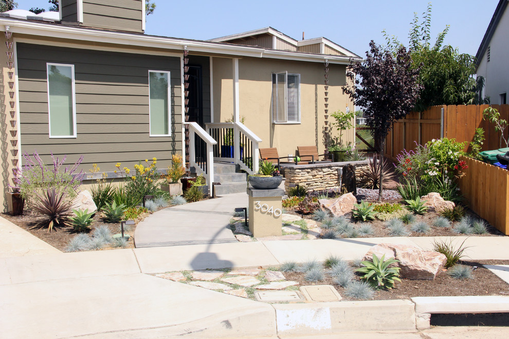 Modern Influenced Front Yard - Traditional - Landscape ...