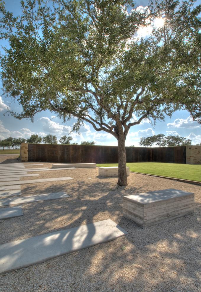 Design ideas for a modern backyard gravel landscaping in Austin.