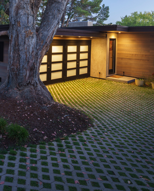 Design ideas for a large retro front driveway garden in San Francisco with concrete paving.