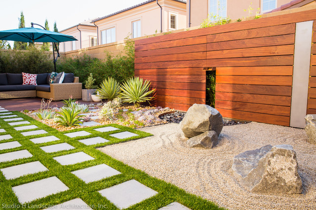 Modern Landscaping With Succulents : Modern sustainable zen succulent garden contemporary