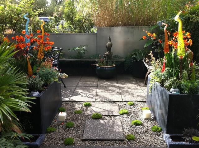 modern tropical courtyard - tropical - landscape - vancouver