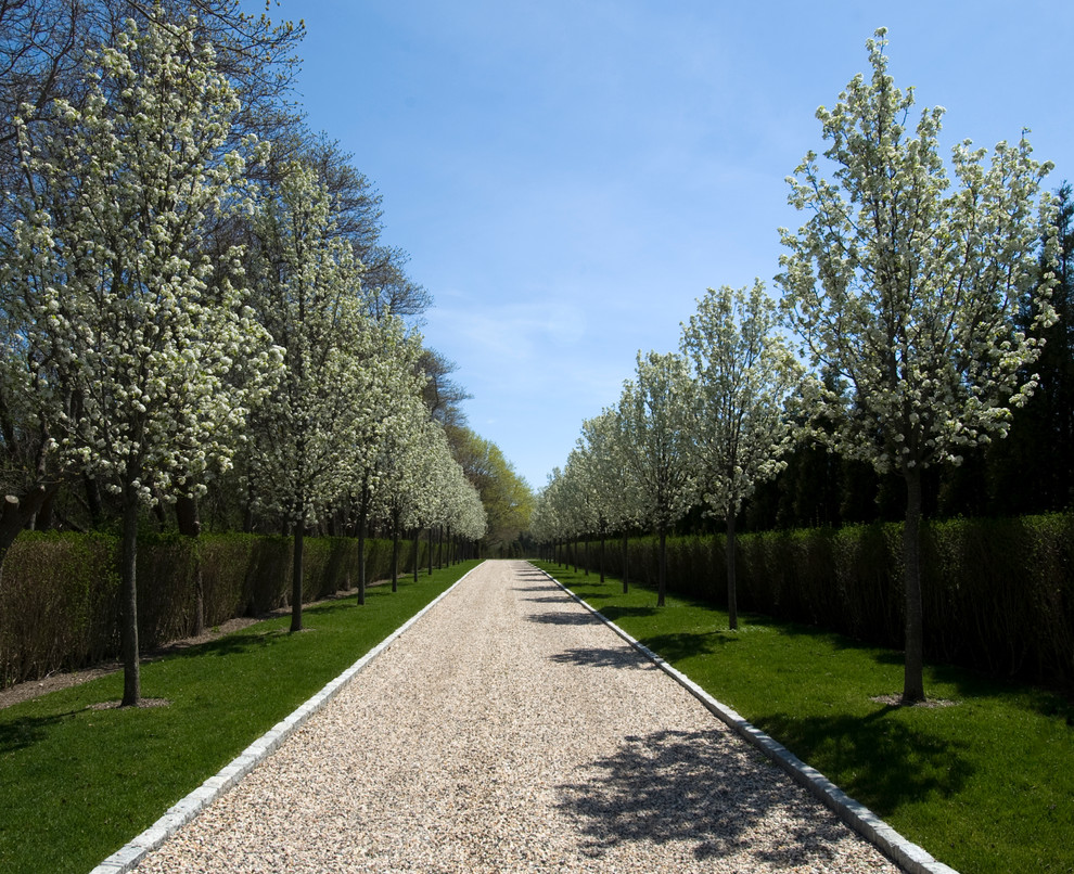 Photo of a huge traditional gravel driveway in New York for spring.