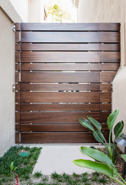 Modern wood planks side gate contemporary landscape for Wooden front gate designs