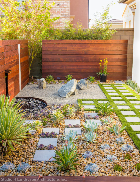 Modern Zen Garden Small Space Design - Contemporary - Landscape