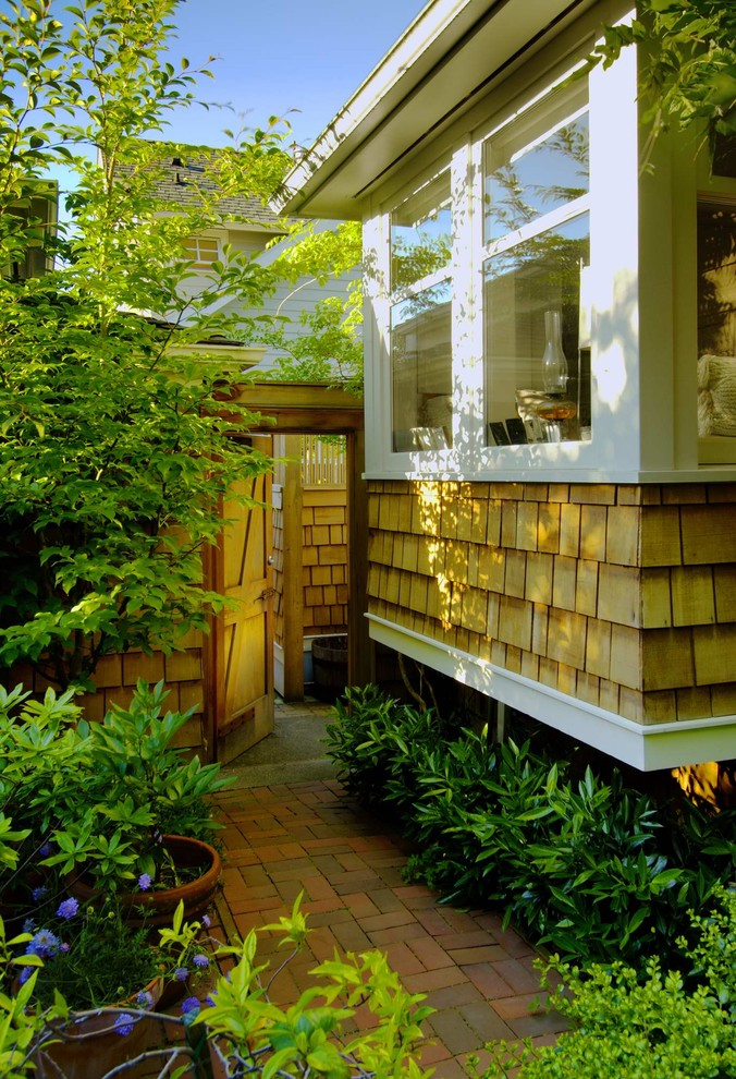 Inspiration for a craftsman landscaping in Seattle.