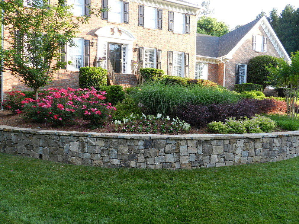Inspiration for a traditional landscaping in Atlanta.
