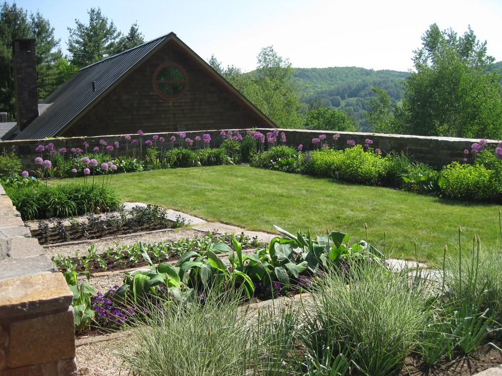 Design ideas for a traditional vegetable garden landscape in Burlington.