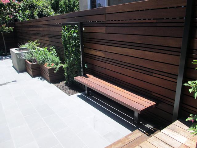Design ideas for a contemporary full sun backyard landscaping in San Francisco for summer.