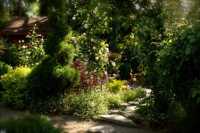 My own garden Traditional Landscape Sacramento by
