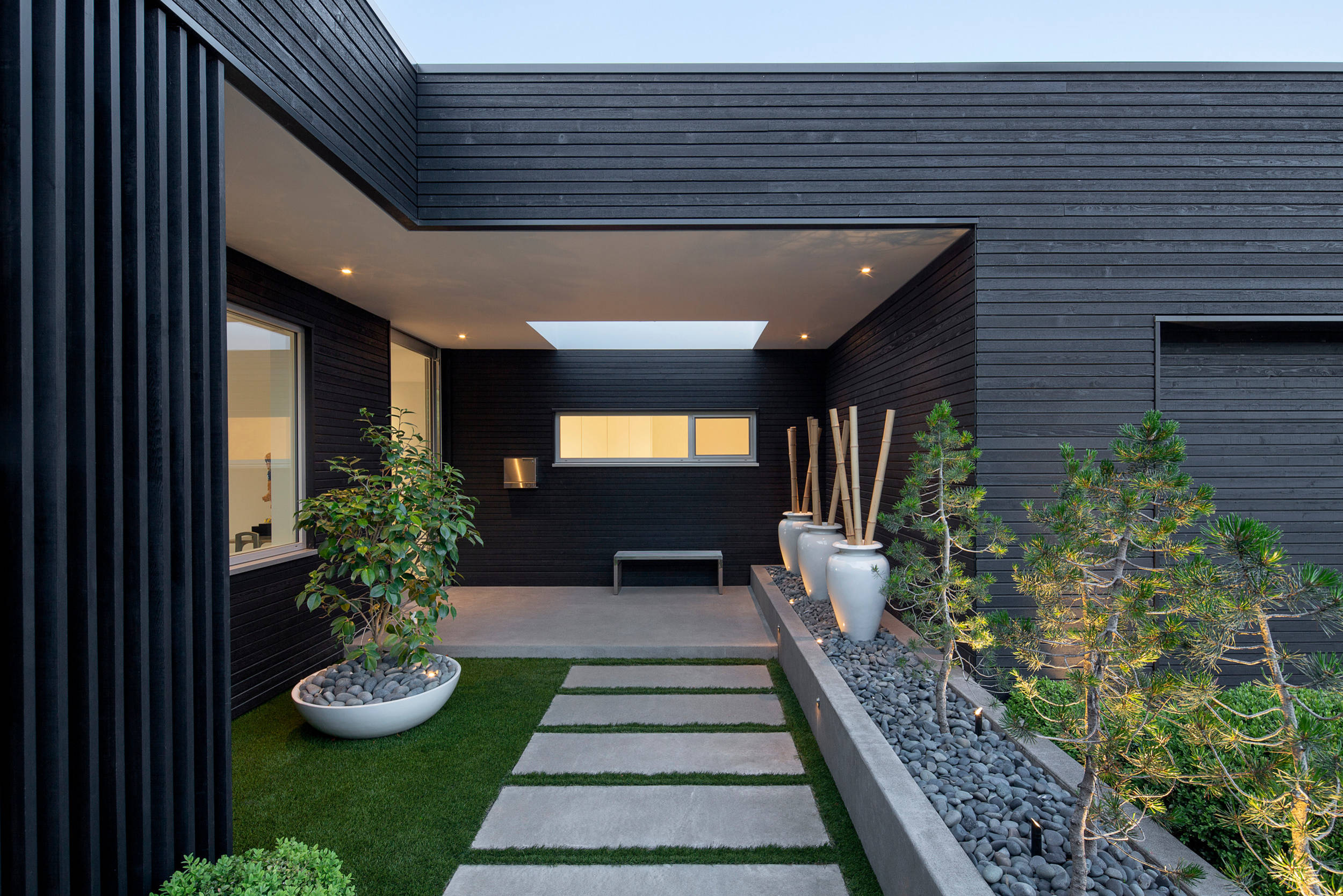75 Beautiful Modern Front Yard Landscaping Pictures Ideas January 2021 Houzz