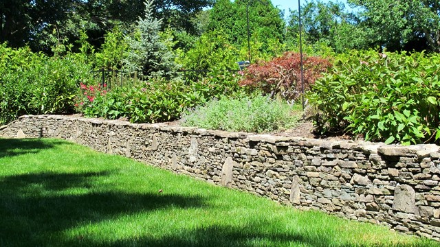 N.L.O.L.C. Stacked Stone Garden Wall Traditional Landscape
