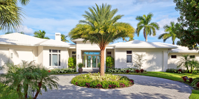 Naples florida modern private residence tropical for Modern florida homes