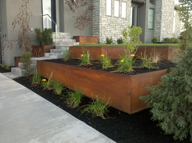 Natural Rust Finish Steel Planter And Retaining