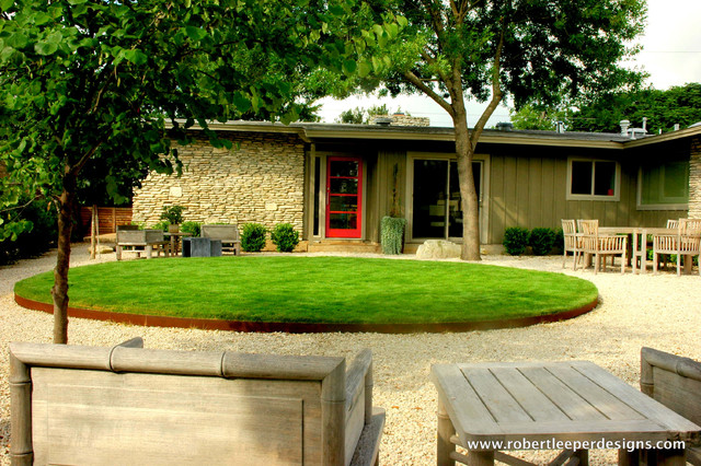 New frontyard modern landscape austin by robert for Cool front yard landscaping