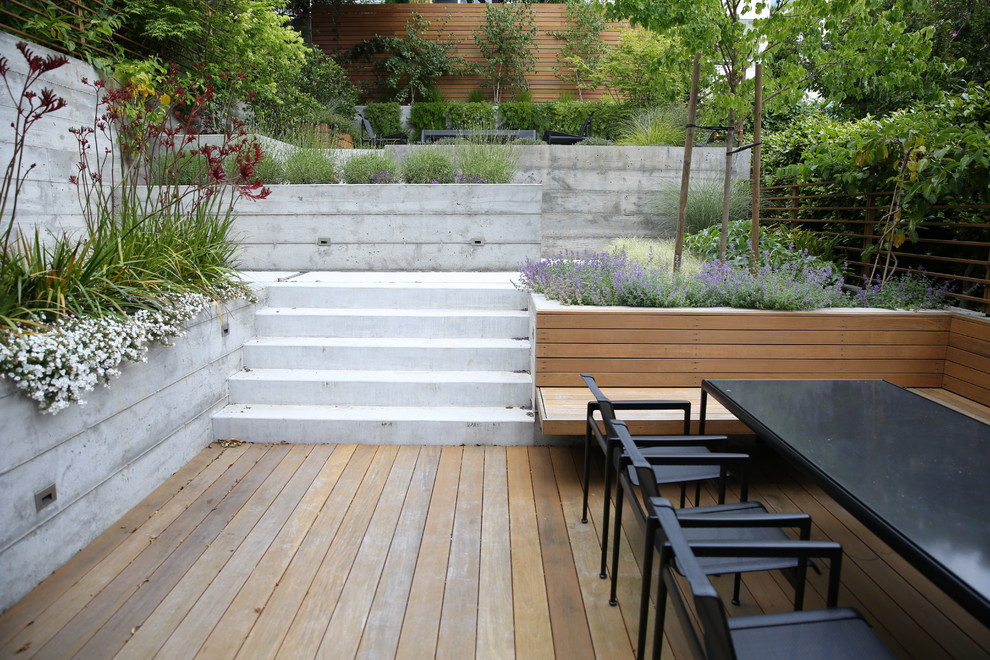 Inspiration for a small modern partial sun backyard landscaping in San Francisco.