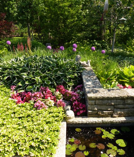 Landscape Lighting Northbrook: Northbrook Illinois Shade Garden In June
