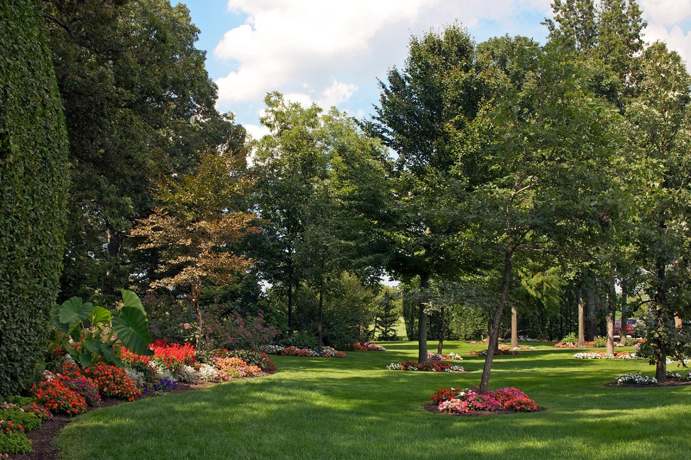 This is an example of a mid-sized contemporary shade hillside landscaping in Chicago for summer.