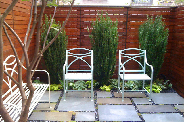 Nyc townhouse garden backyard roof garden bluestone for Townhouse deck privacy ideas