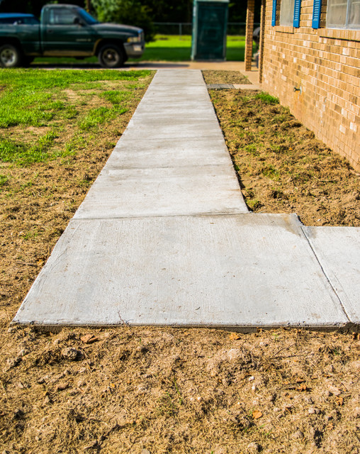 Inspiration for a mid-sized traditional front yard concrete paver garden path in New Orleans.