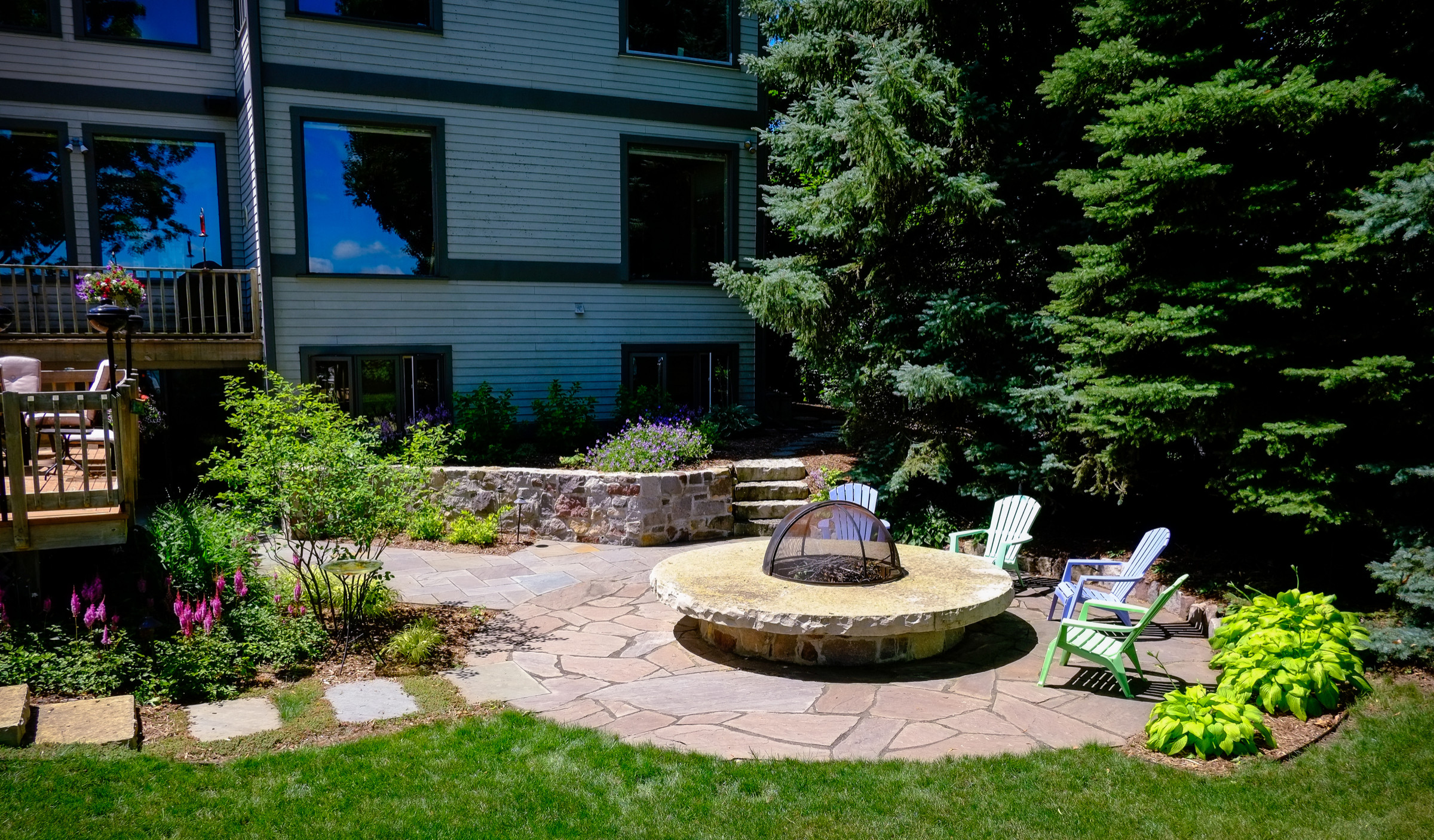 Contemporary Stone Retaining Walls - Oconomowoc