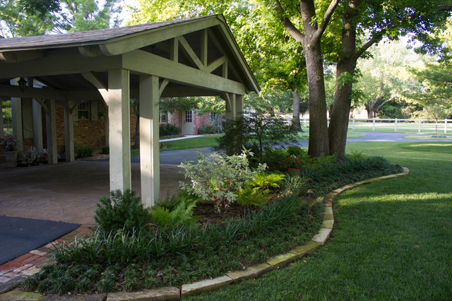 Landscaping Ideas For Front Yard Circle Drive : Landscape lovely shade garden in a circle driveway