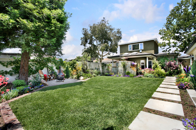 Photo of a mid-sized traditional full sun backyard concrete paver formal  garden in Orange - Orange County California Residential Landscape Design - Traditional