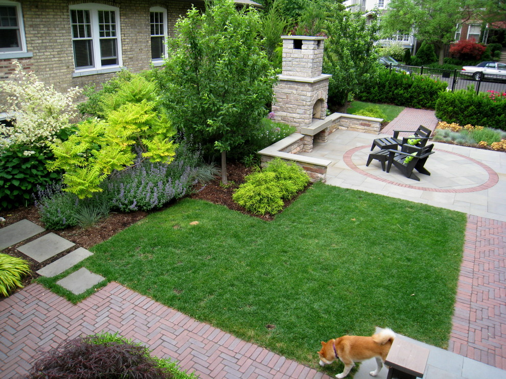 Design ideas for a contemporary landscaping in Chicago.