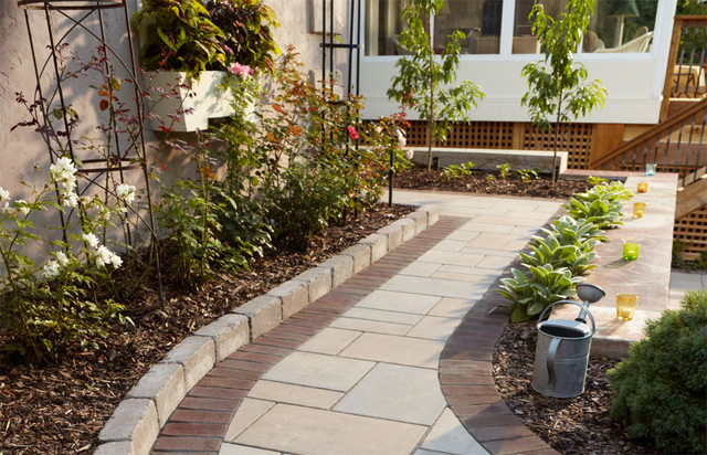 Outdoor bistro paver walkway with border and edging for Walkway edging ideas