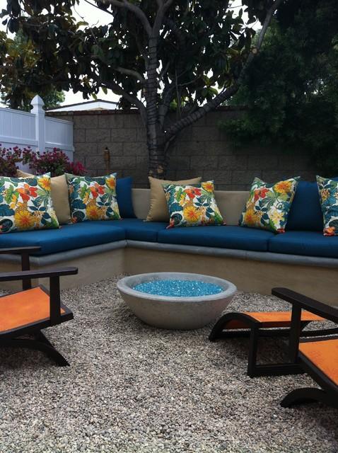 Outdoor concrete couch/bench tropical-landscape