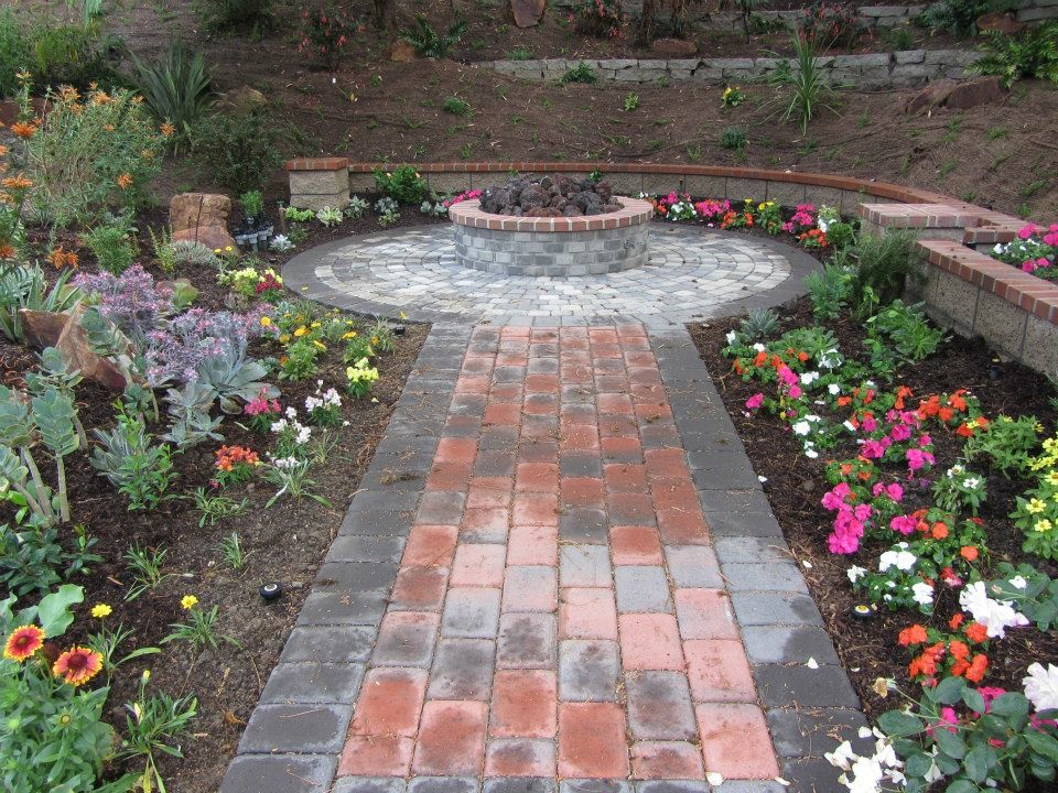 Outdoor Fire Pit with Interlocking Concrete Pavers