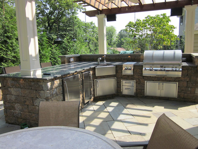 Outdoor kitchens and bbq surrounds traditional for Outdoor kitchen wall ideas