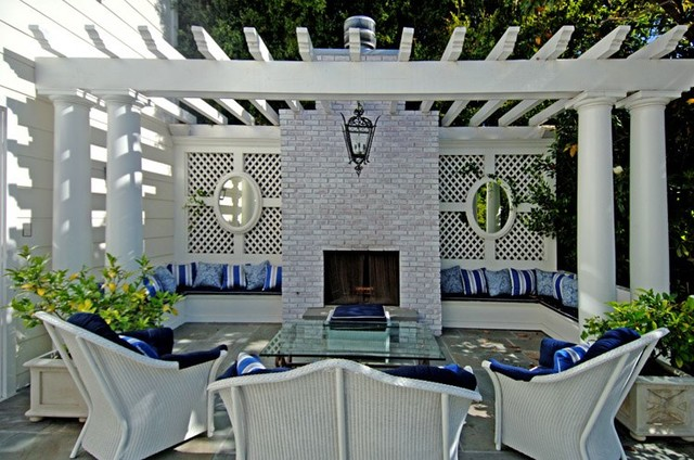 Outdoor Living Space traditional-landscape