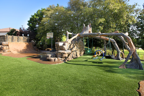 15 ultra kid friendly backyard ideas install it direct for Ideas for landscaping large areas