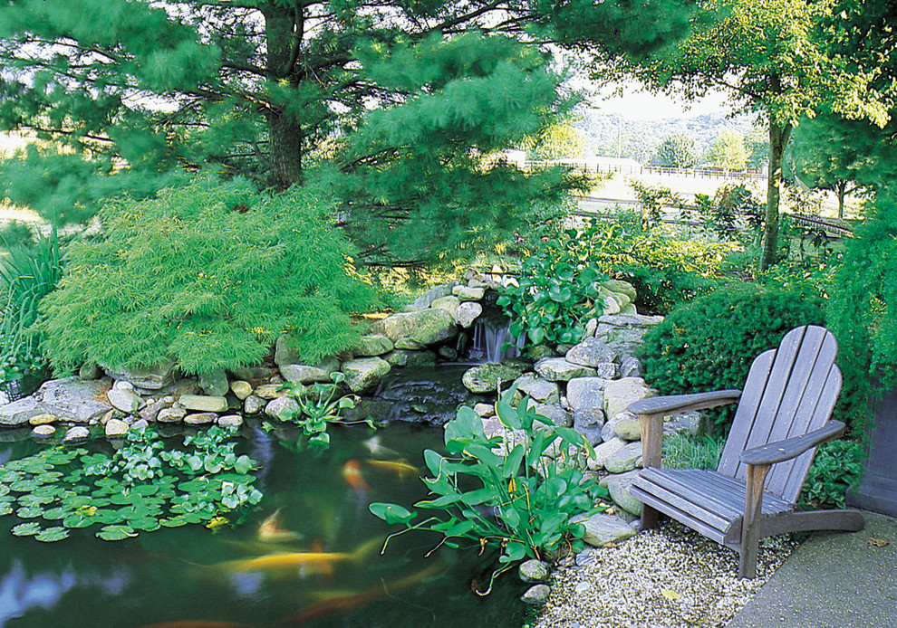 Design ideas for a traditional water fountain landscape in Chicago.