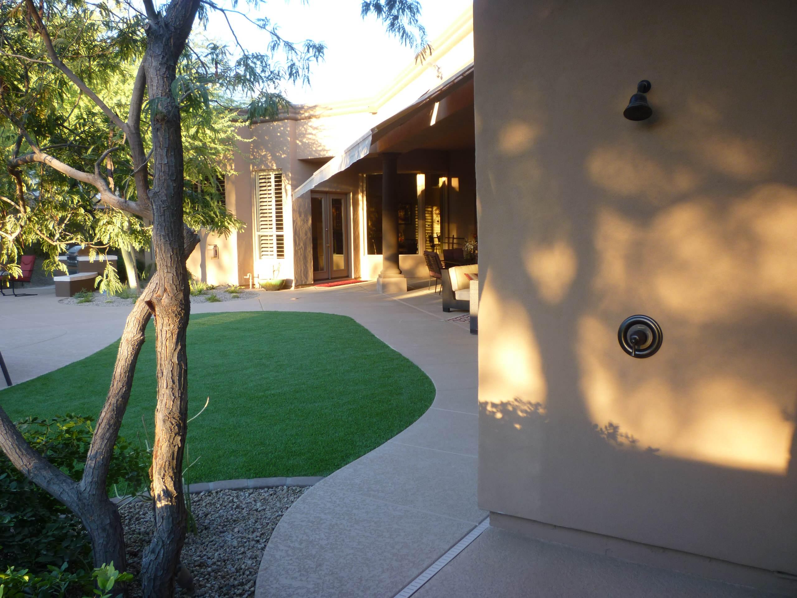 Outdoor Shower & Artificial Turf