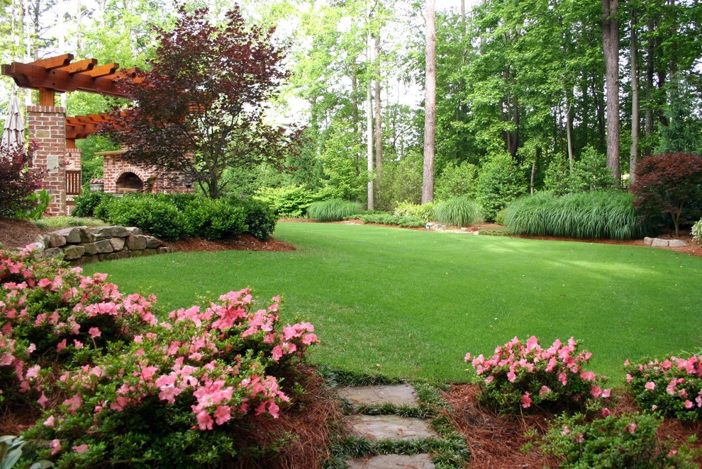 This is an example of a traditional landscaping in Atlanta.