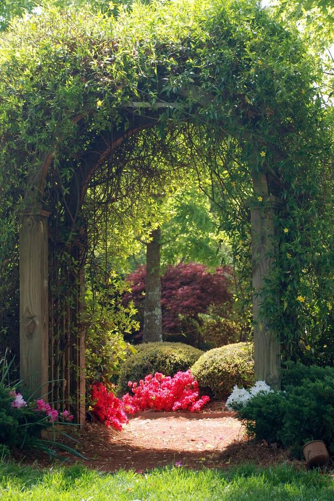 Photo of a traditional backyard mulch garden path in Atlanta.