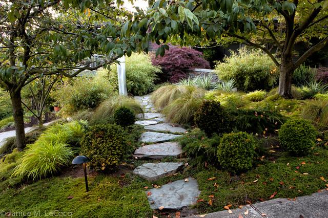 Pacific Northwest Hillside Garden - Traditional - Landscape ...